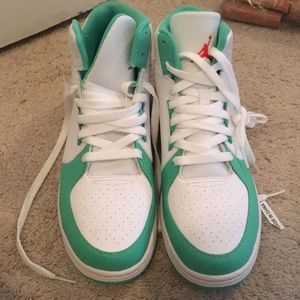 Nike Jordans women's size 9 teal and white new